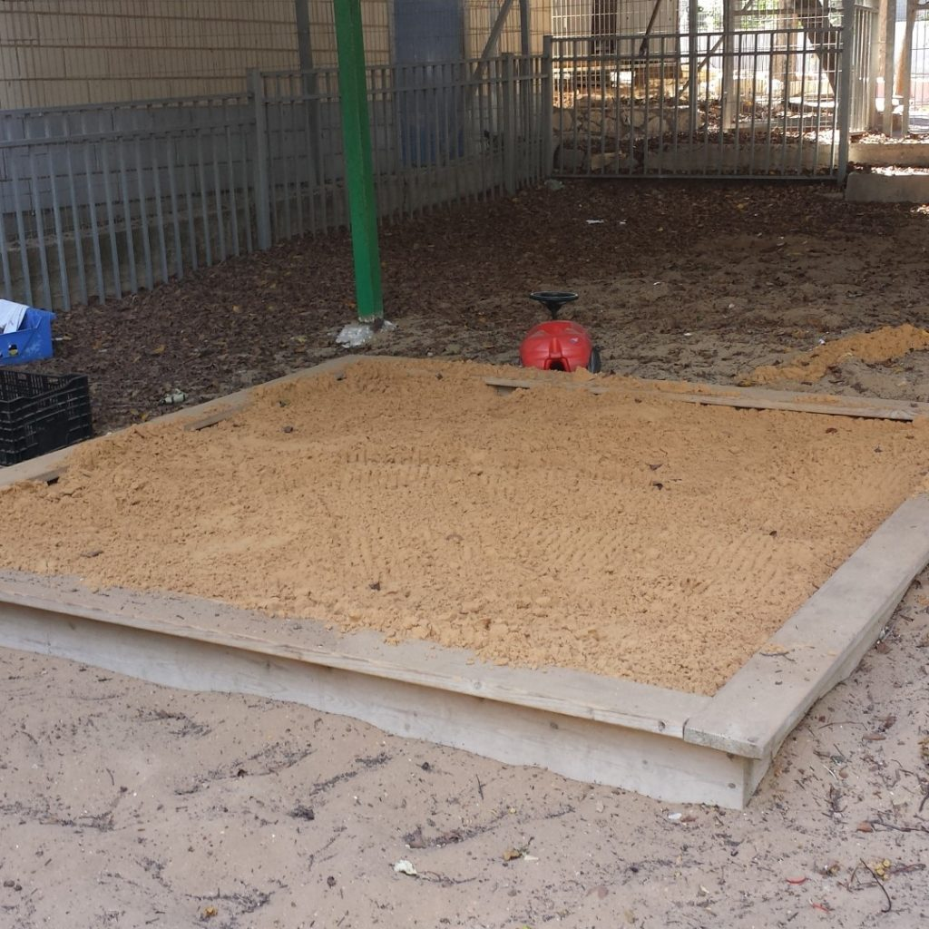השלמת חול בארגזי חול